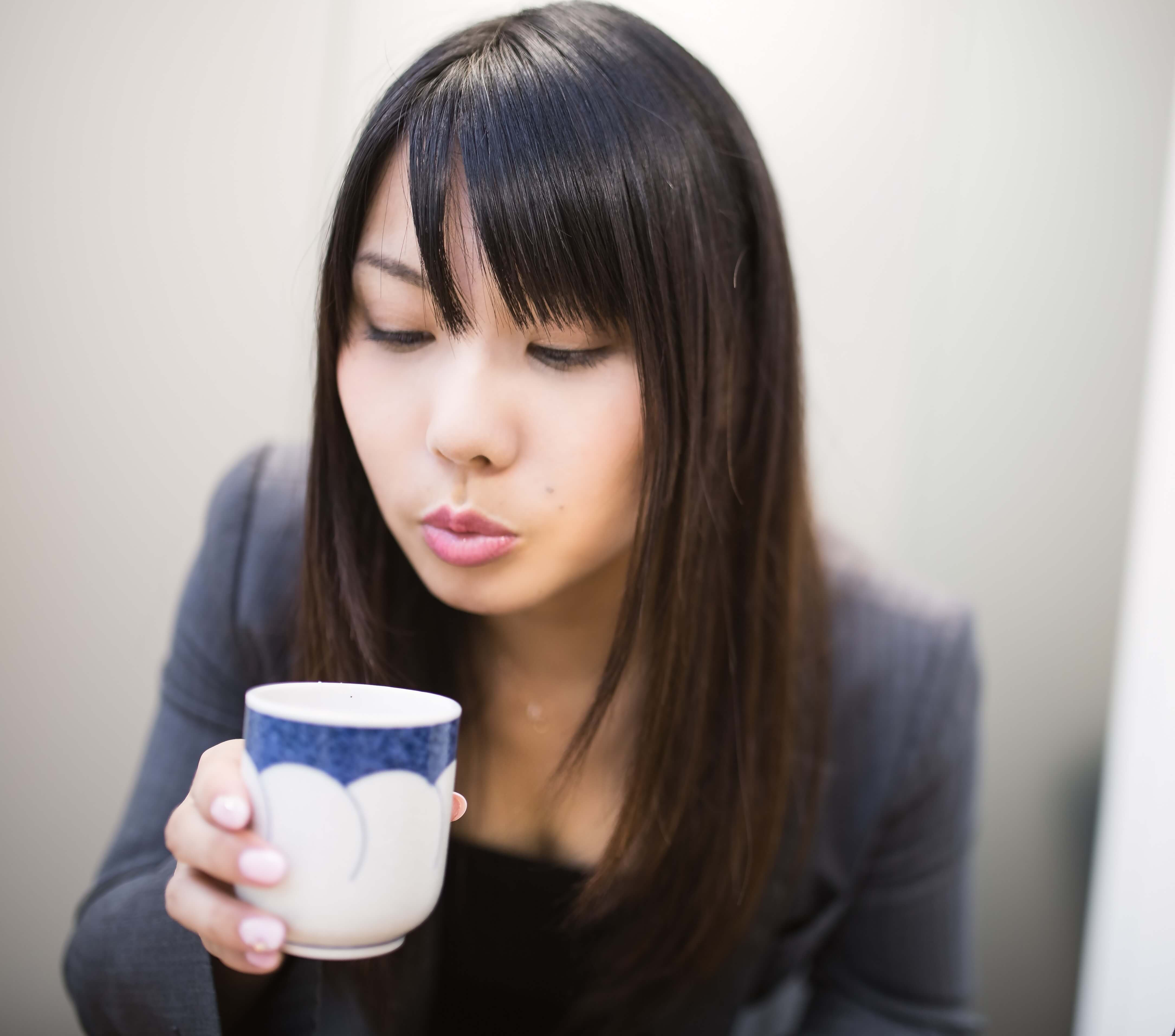 AL003 ocyafufu20140722 - オフィスでモテる女子には共通点が!?職場の男性がカワイイと思うモテ仕草とは